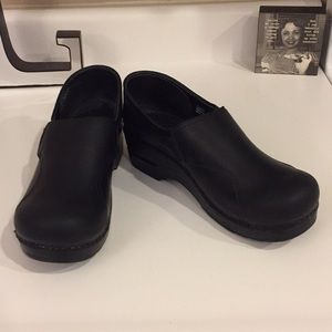 Almost new Dansko oiled black clogs, 40 or 9.5/10